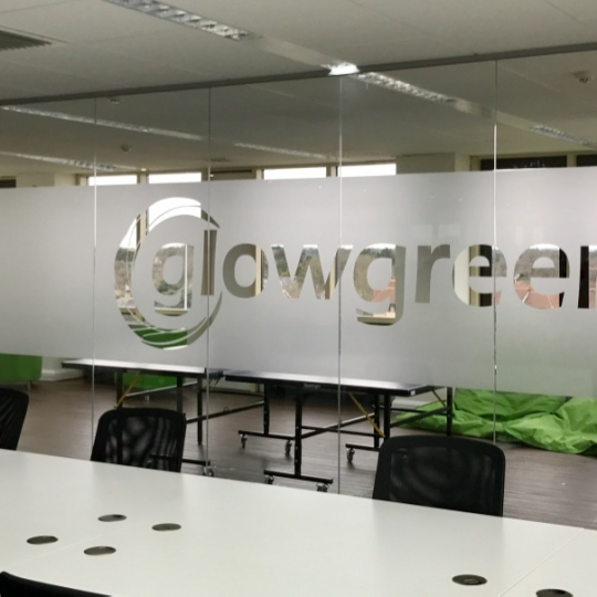 Frameless glass - GlowGreen
